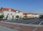 "Plac Ratuszu w Wilnie ©<a href=""http://lt.wikipedia.org/wiki/Vaizdas:Vilnius_(Wilno)_-_city_hall_square_(Rotu%C5%A1%C4%97s_aik%C5%A1t%C4%97).JPG"" target=""_blank"">Marcin Szala</a>"