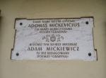 W tym domu XII-1822 mieszkał Adam Mickiewicz