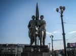 Zielony most - Socrealistyczne posągi